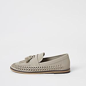 Graue, gewebte Loafer mit Quasten
