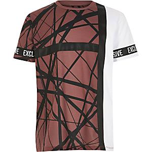 Kastanjebruin T-shirt met bies, kleurvlakken en print voor jongens