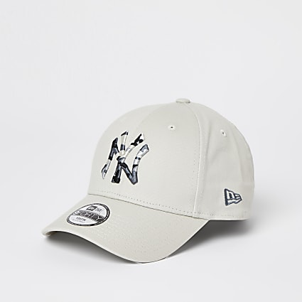 Boys white New Era NY camo cap