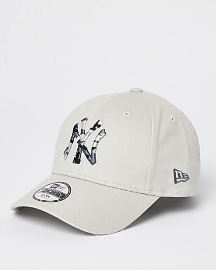 Boys white New Era NY camo cap