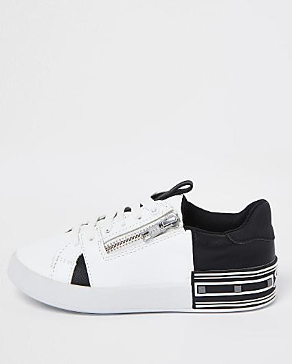 Boys white spliced side zip trainers