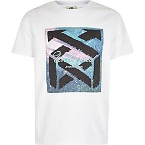 """Weißes Boxy Fit T-Shirt """"Unlimited"""" mit Satin-Brustabschnitt"""
