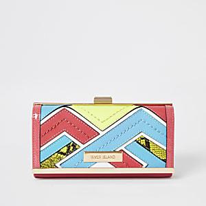 Felroze portemonnee met druksluiting en uitsnedes