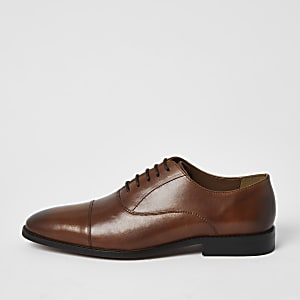 Brown leather derby shoe
