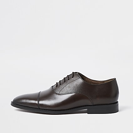 Brown leather Oxford shoes