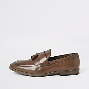 Braune, strukturierte Leder-Loafer mit Quaste vorne