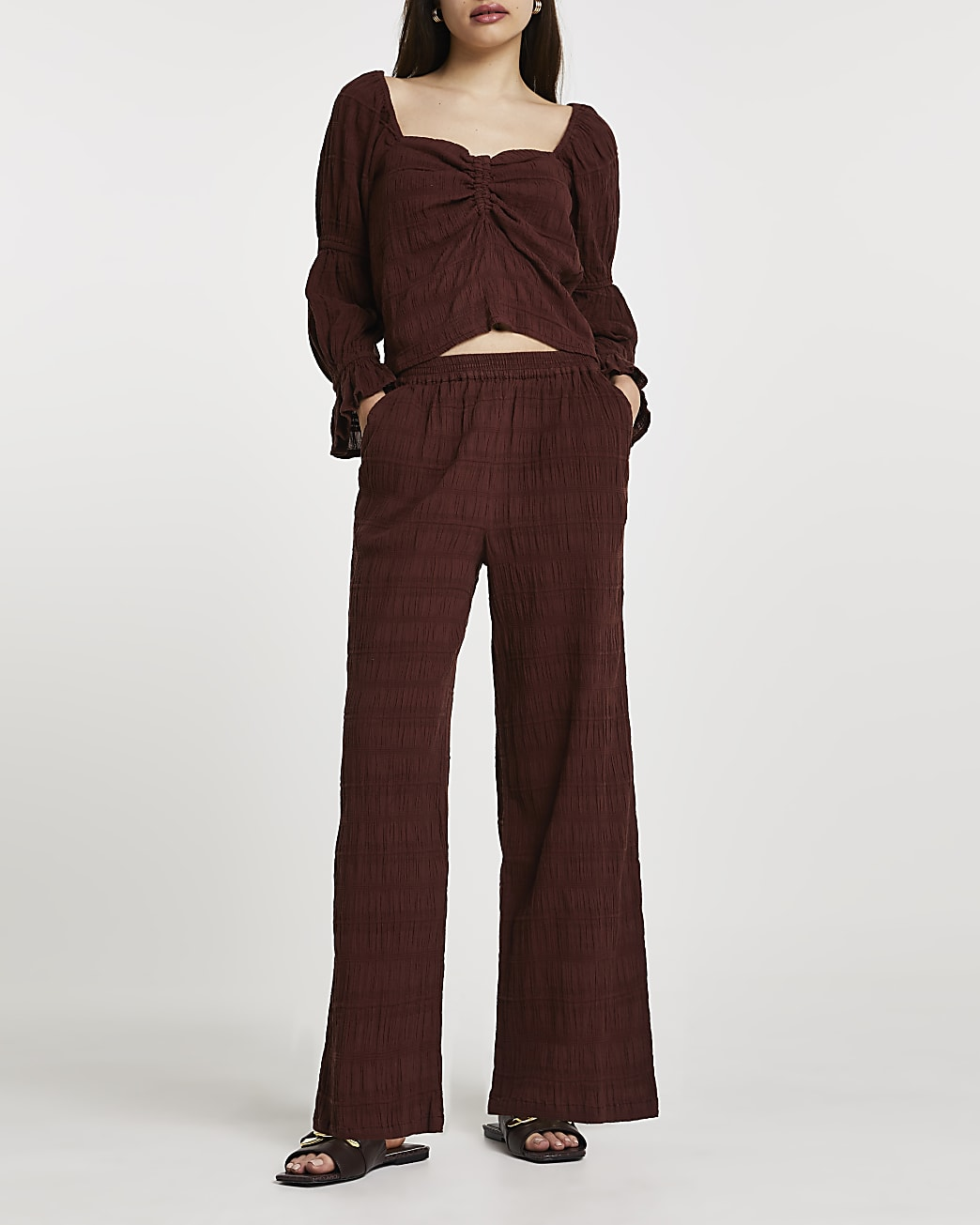 Brown long crinkled trousers