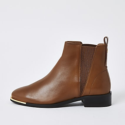 Brown metal toe leather chelsea boots