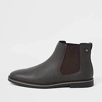 Brown monogram chelsea boots