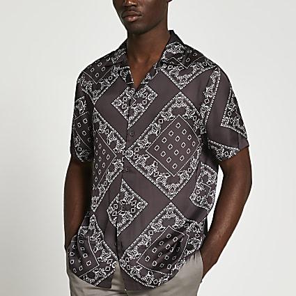 Brown paisley revere short sleeve shirt