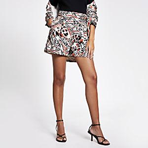 Shorts mit braunem Print und Seitenschnallen am Taillenbund