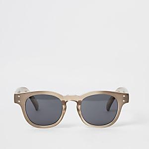 Braune Sonnenbrille mit Retro-Gestell