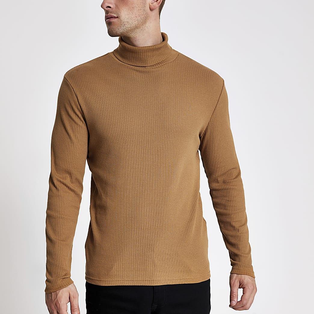 T-shirt côtelé marron avec col montant et manches longues