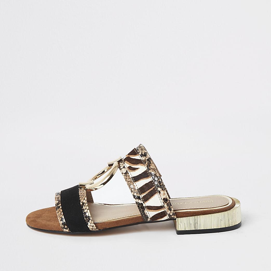 Platte bruine sandalen met slangenleerprint