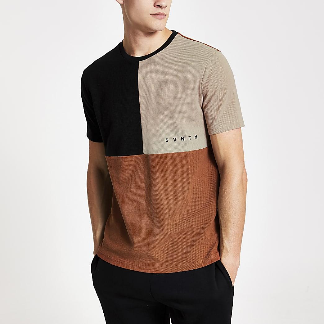 Svnth - Bruin slim-fit T-shirt met kleurvlak