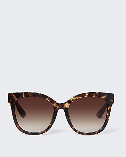 Brown tortoise shell oversized sunglasses