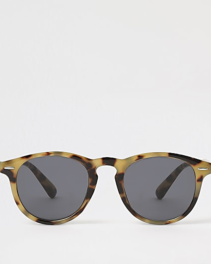 Brown tortoise shell round style sunglasses