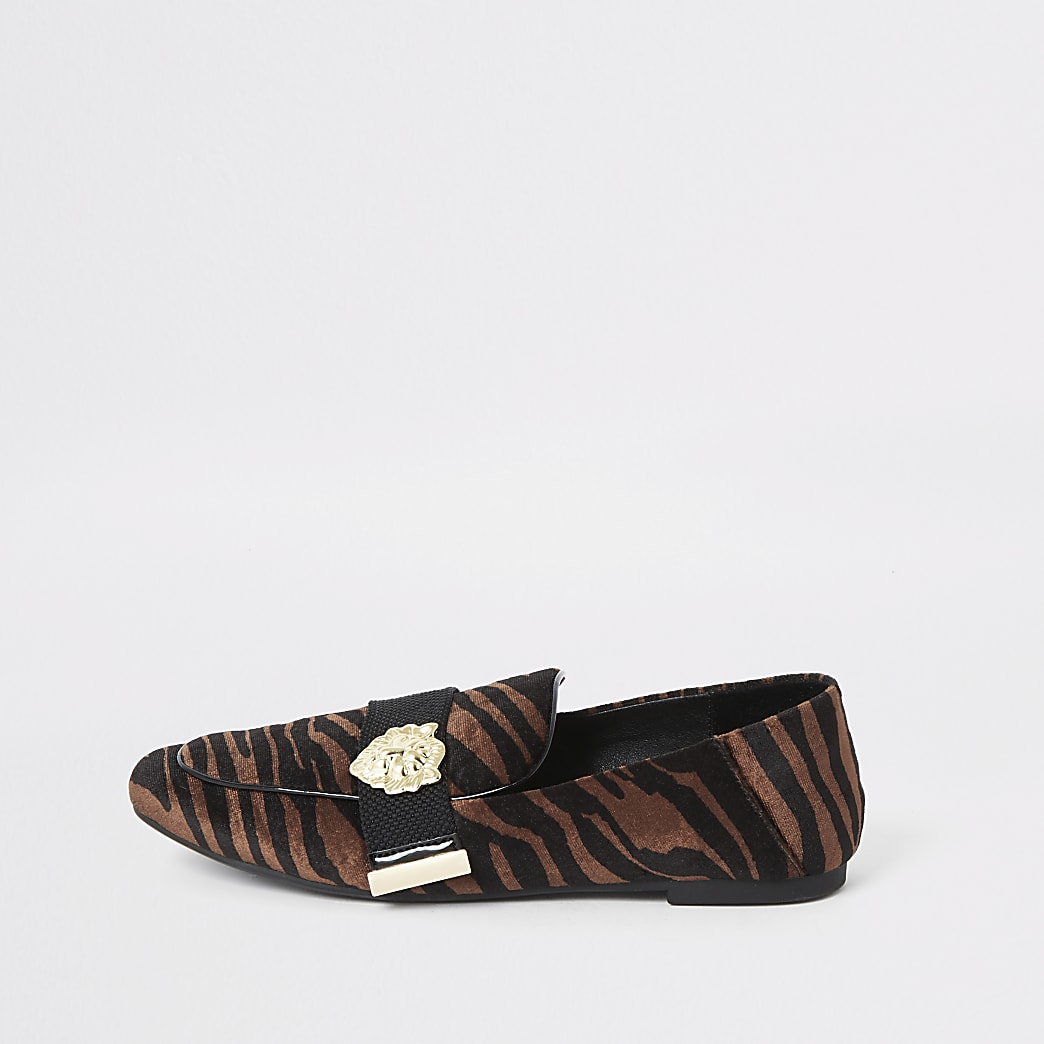 Brown velvet tiger print loafers