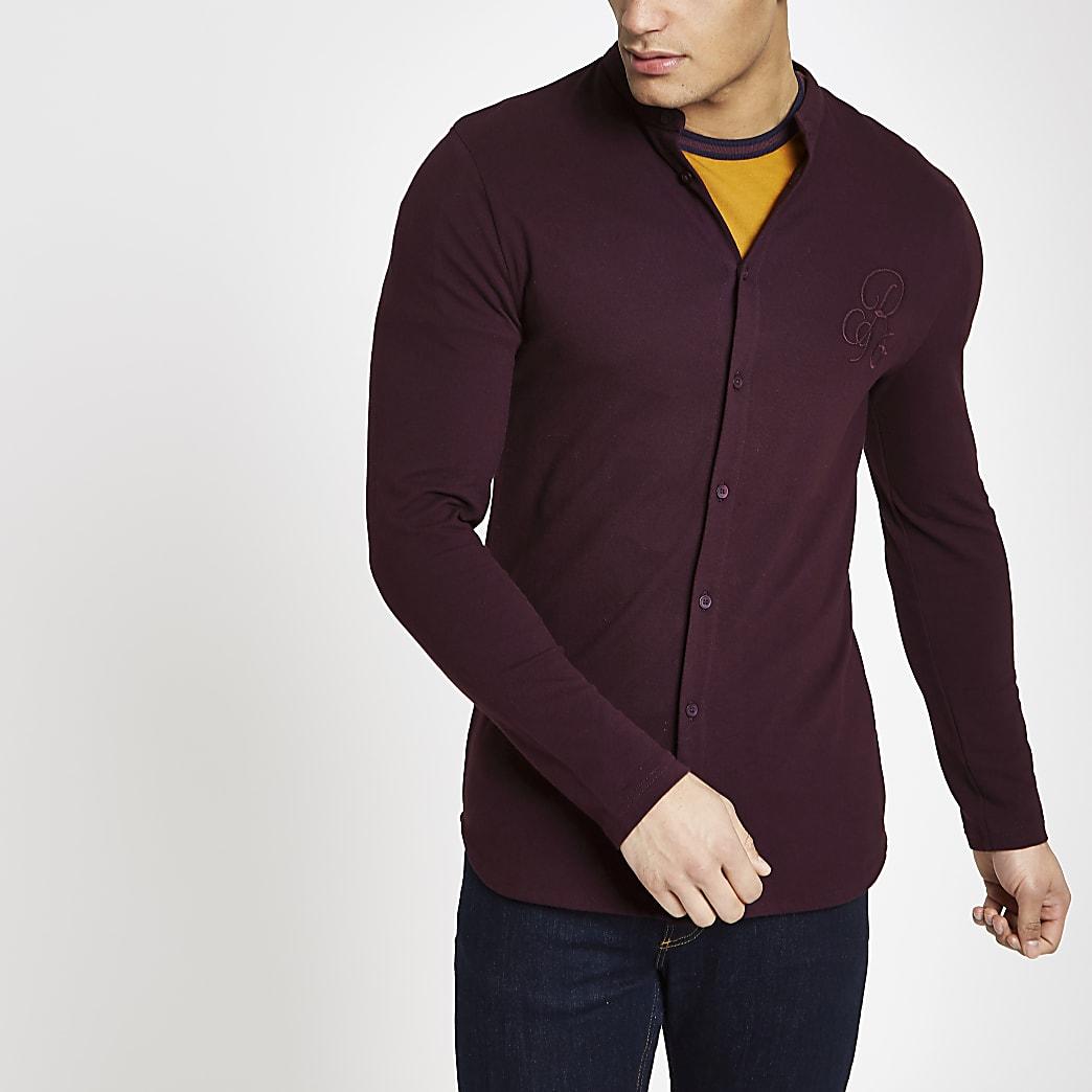 Bordeauxrood aansluitend overhemd zonder kraag met R96-print