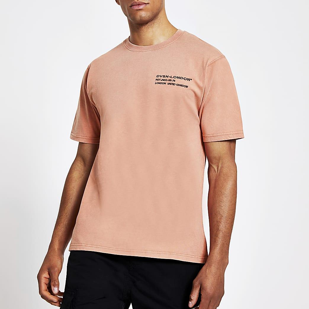 Koraalroze slim-fit T-shirt met borstprint