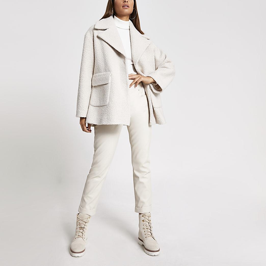 Crèmekleurige wijduitlopende jas van bouclé