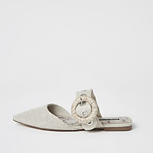 Spitze Schuhe in Creme mit Schnalle