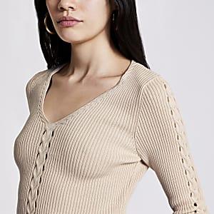 Pullover in Creme im V-Ausschnitt