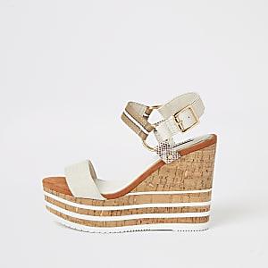 Crèmekleurig sandalen met sleehak met kurk