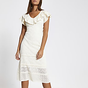 Crèmekleurige gebreide jurk met ruches en mooie stiksels