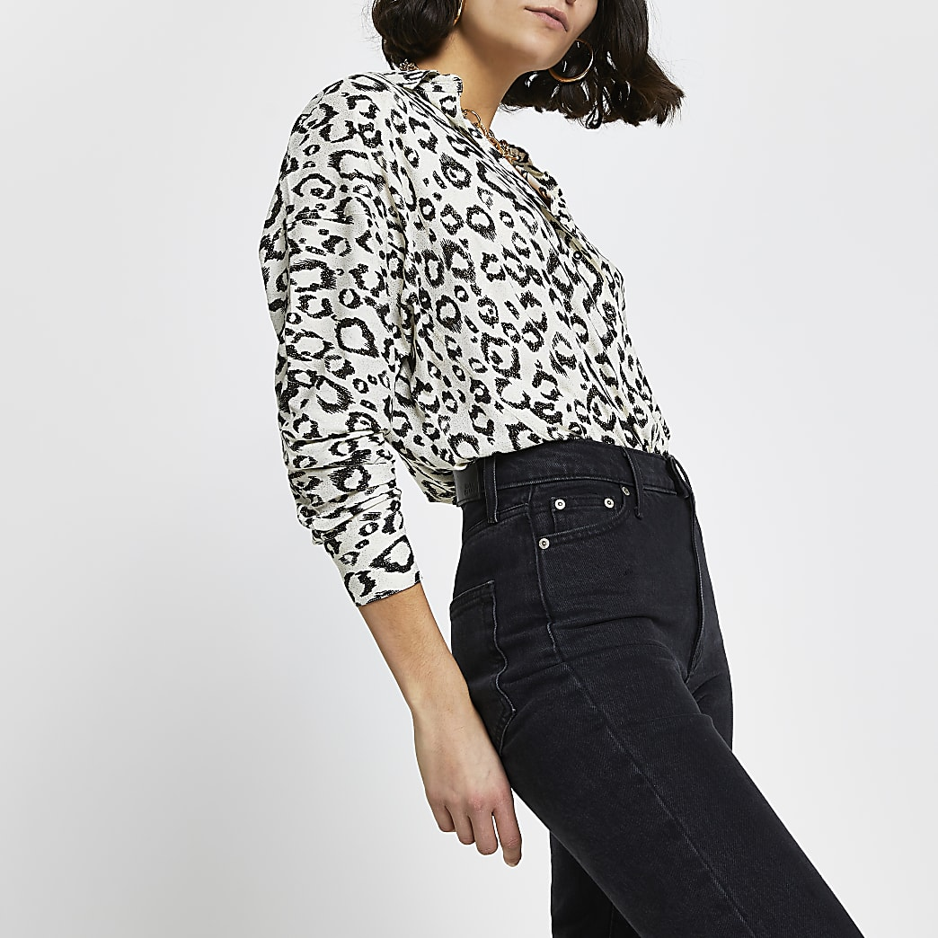 Cream leopard print dipped hem shirt