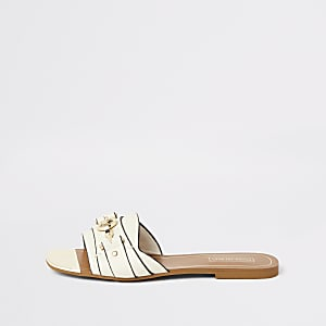 Sandalen mit offener Zehe und Trensenschnalle in Creme