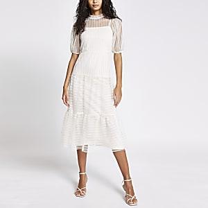 Crèmekleurige gestreepte midi-jurk met korte mesh mouwen