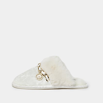 Cream velvet chain trim slippers