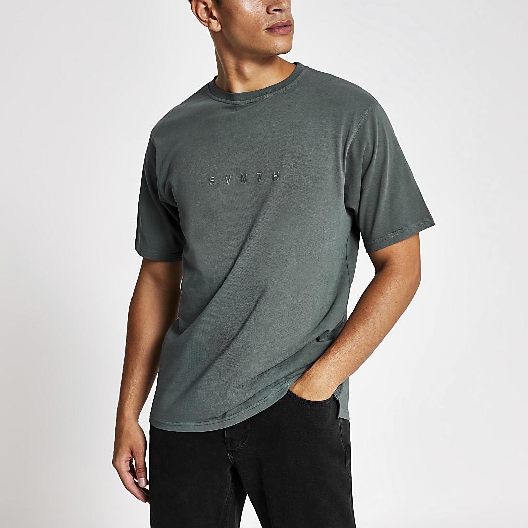 T-shirt bleu foncé délavé à broderie Svnth