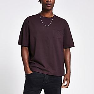 Boxy Fit T-Shirt in Dunkellila mit Brusttasche