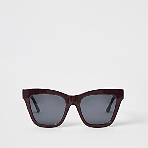 Donkerrode glamour zonnebril met kettingprint in reliëf