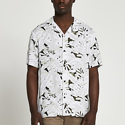 Ecru camo leaf revere short sleeve shirt
