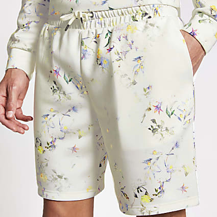 Ecru floral slim fit drawstring waist shorts