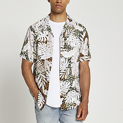 Ecru leopard leaf print slim fit revere shirt