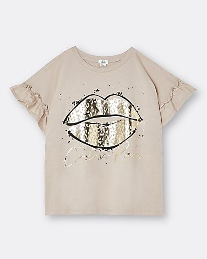 Girls beige frill sleeve lips print t-shirt