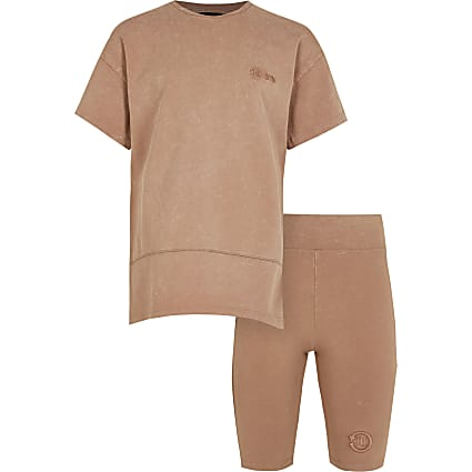 Girls beige RI One t-shirt outfit