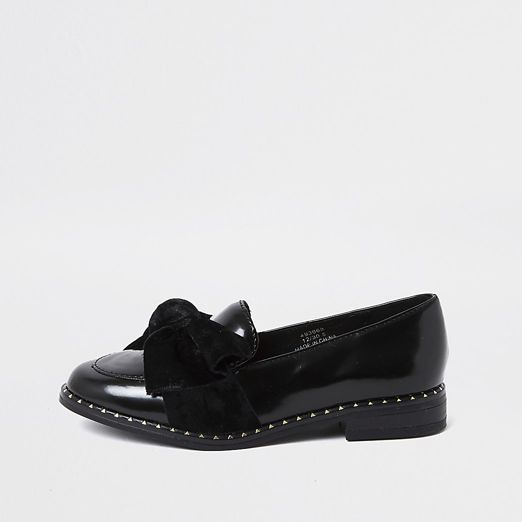 Girls black bow patent loafer