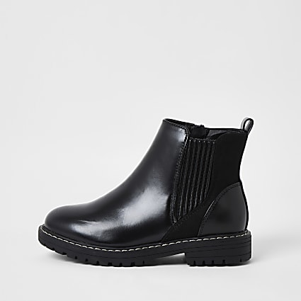 Girls black clumpy boot