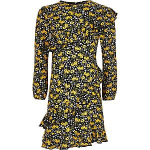Schwarzes Swing-Kleid mit Rüschen und verrücktem Print