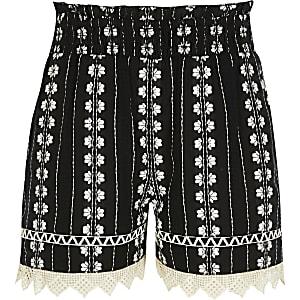 Schwarze Shorts mit Stickerei