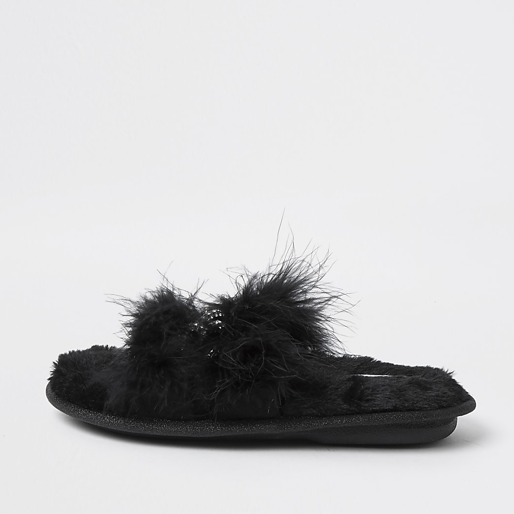 Girls black faux fur chain slippers