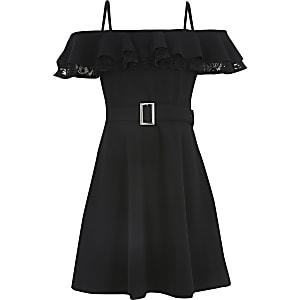 Schwarzes Skaterkleid mit Bardot-Ausschnitt, Spitze und Rüschen für Mädchen