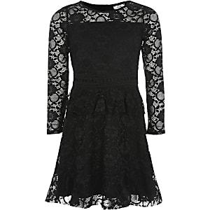 Robe noire en dentelle à manches longueset volants pour fille