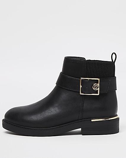 Girls black RI gold buckle boots
