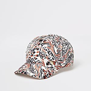 Kappe mit braunem Animal-Print